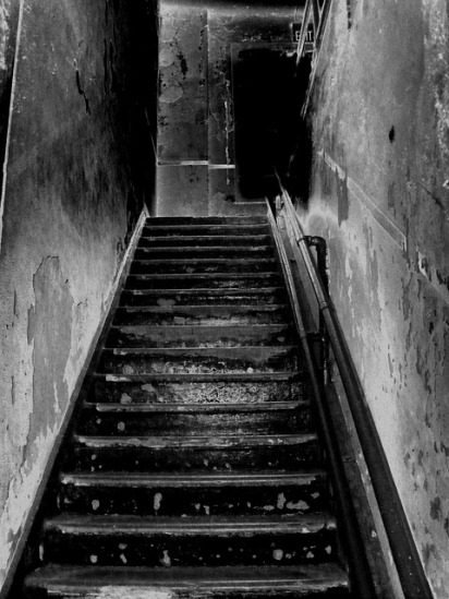 stairs-205718_640